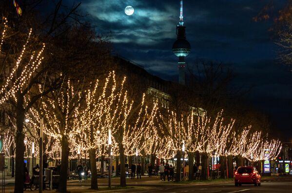 Бобровая луна над Берлином, Германия