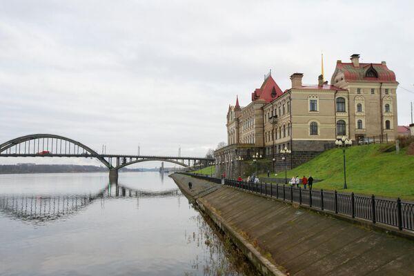 Вид на музей и Волжский мост Рыбинск