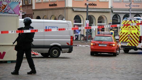 Сотрудники полиции на месте наезда на пешеходов в городе Трир, Германия