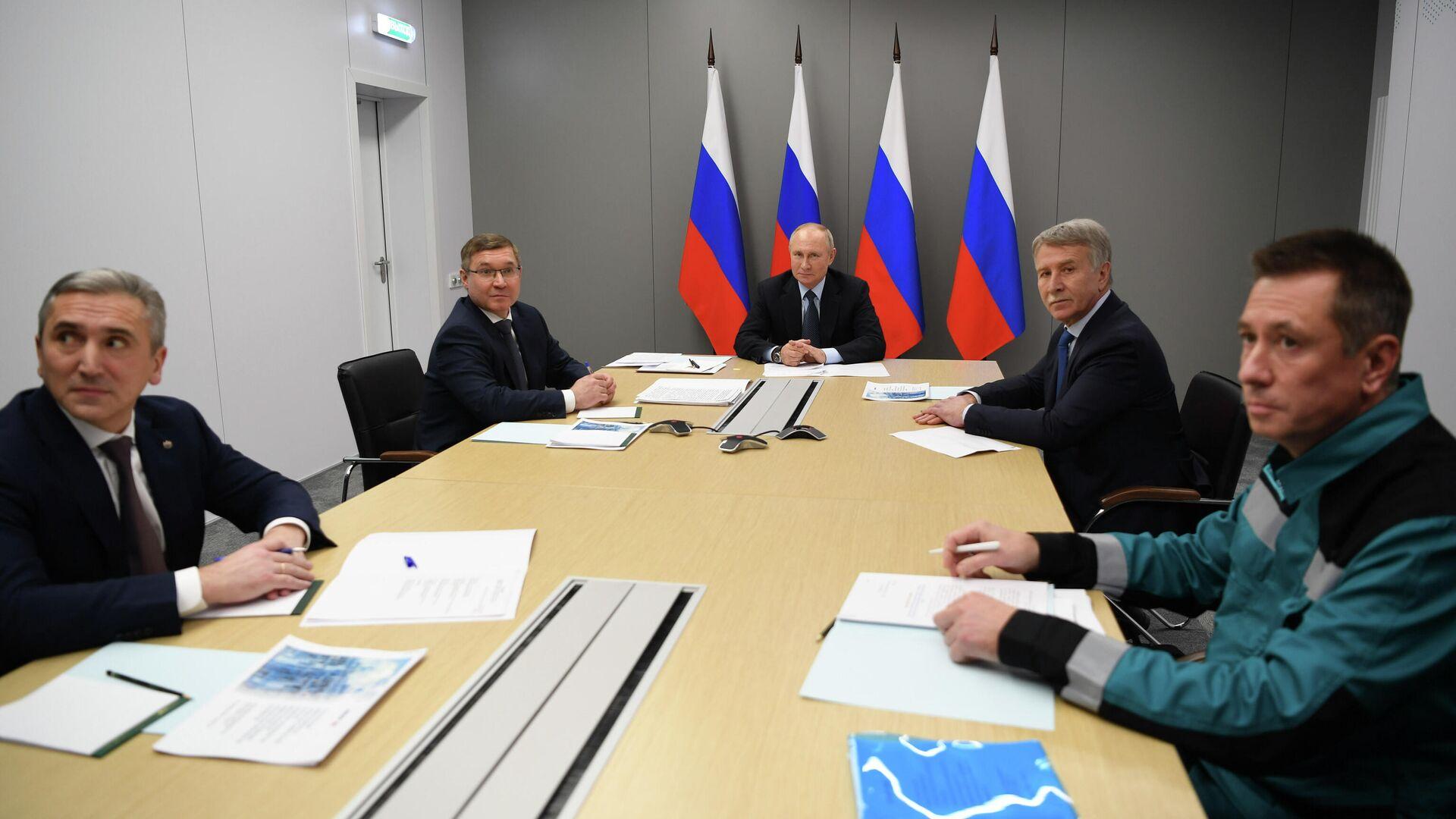 Путин поручил разработать меры стимулирования производства каучука