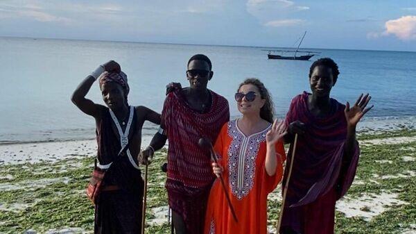 Наташа Королева во время поездки на остров