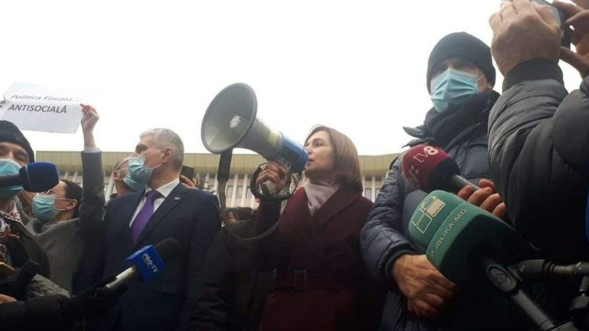 Избранный президент Молдавии Майя Санду выступает перед протестующими в центре Кишинева - РИА Новости, 1920, 03.12.2020