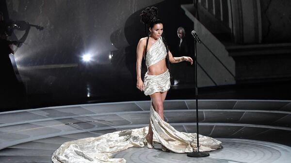 Певица Zivert выступает на церемонии вручения Российской Национальной Музыкальной Премии Виктория в Государственном Кремлевском Дворце