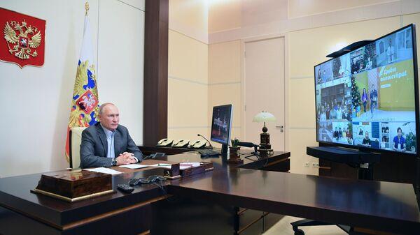 Президент РФ В. Путин встретился с волонтерами и финалистами конкурса Доброволец России - 2020