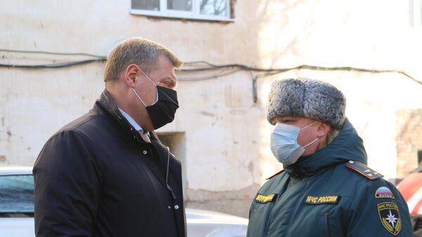 Губернатор Астраханской области Игорь Бабушкин возле бассейна Динамо