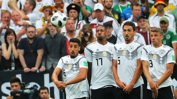 Футболисты сборной Германии Томас Мюллер, Матс Хуммельс, Жером Боатенг и Сами Хедира (справа налево)
