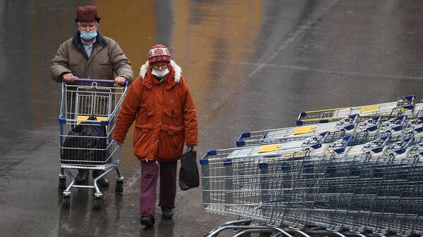 Покупатели в гипермаркете