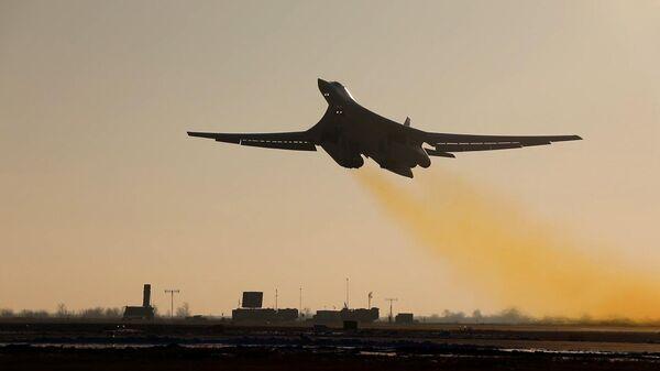 Учебно-боевой вылет стратегического ракетоносца Ту-160 с аэродрома Энгельс-2