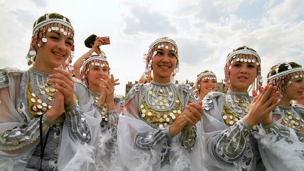 Башкирские девушки в национальных костюмах