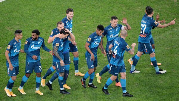 Игроки Зенита радуются забитому голу в матче 18-го тура чемпионата России по футболу среди клубов Премьер-лиги между командами ФК Зенит (Санкт-Петербург) и ФК Динамо (Москва).
