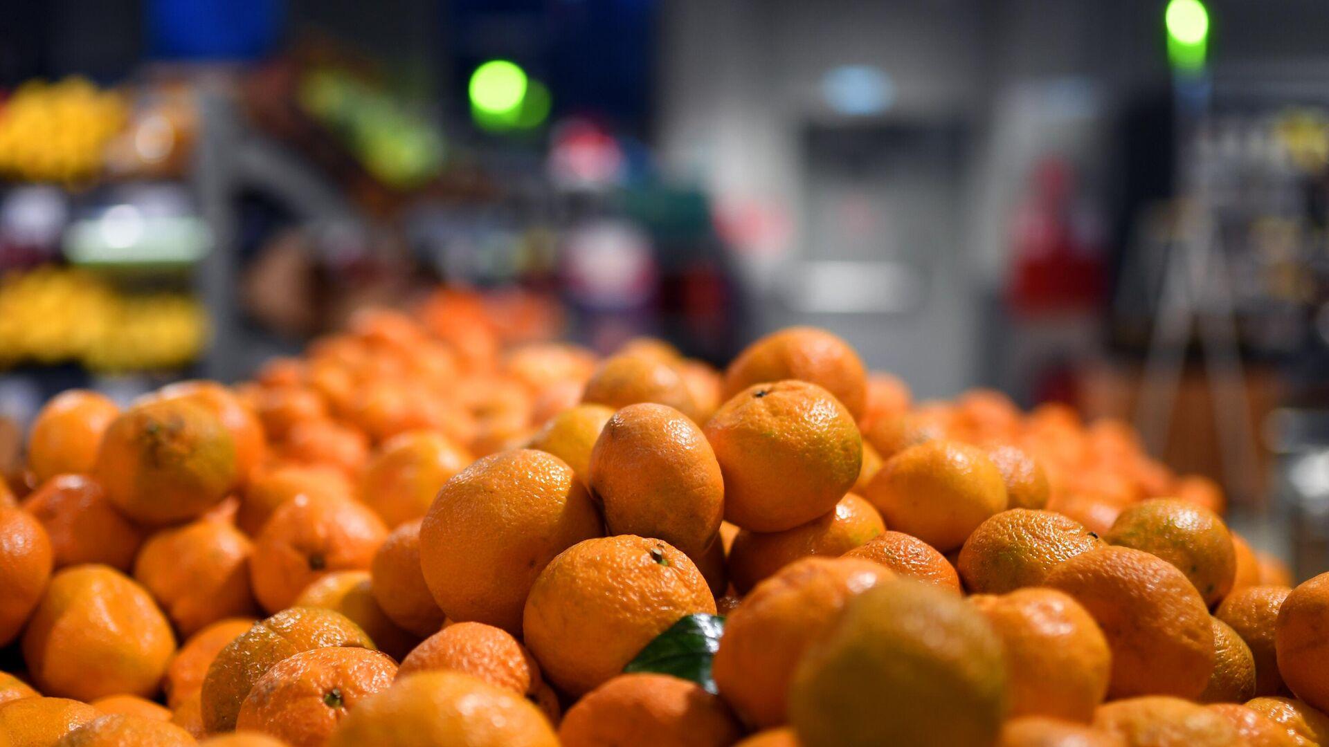 Прилавок с мандаринами в одном из магазинов сети Пятерочка в Москве - РИА Новости, 1920, 30.12.2020