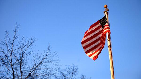 Флаг США у генерального консульства США в Екатеринбурге