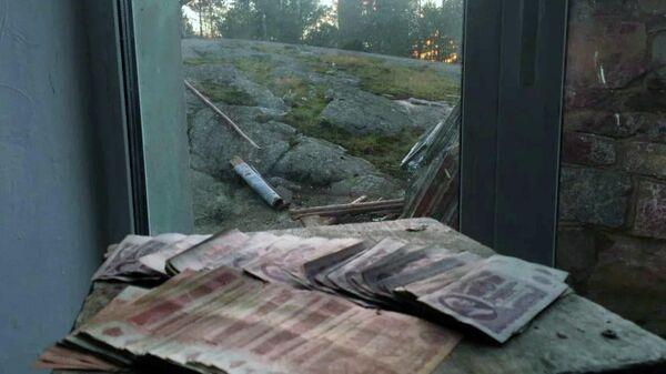 Банкноты Государственного банка СССР, найденные возле маяка на острове Большой Тютерс в Ленинградской области