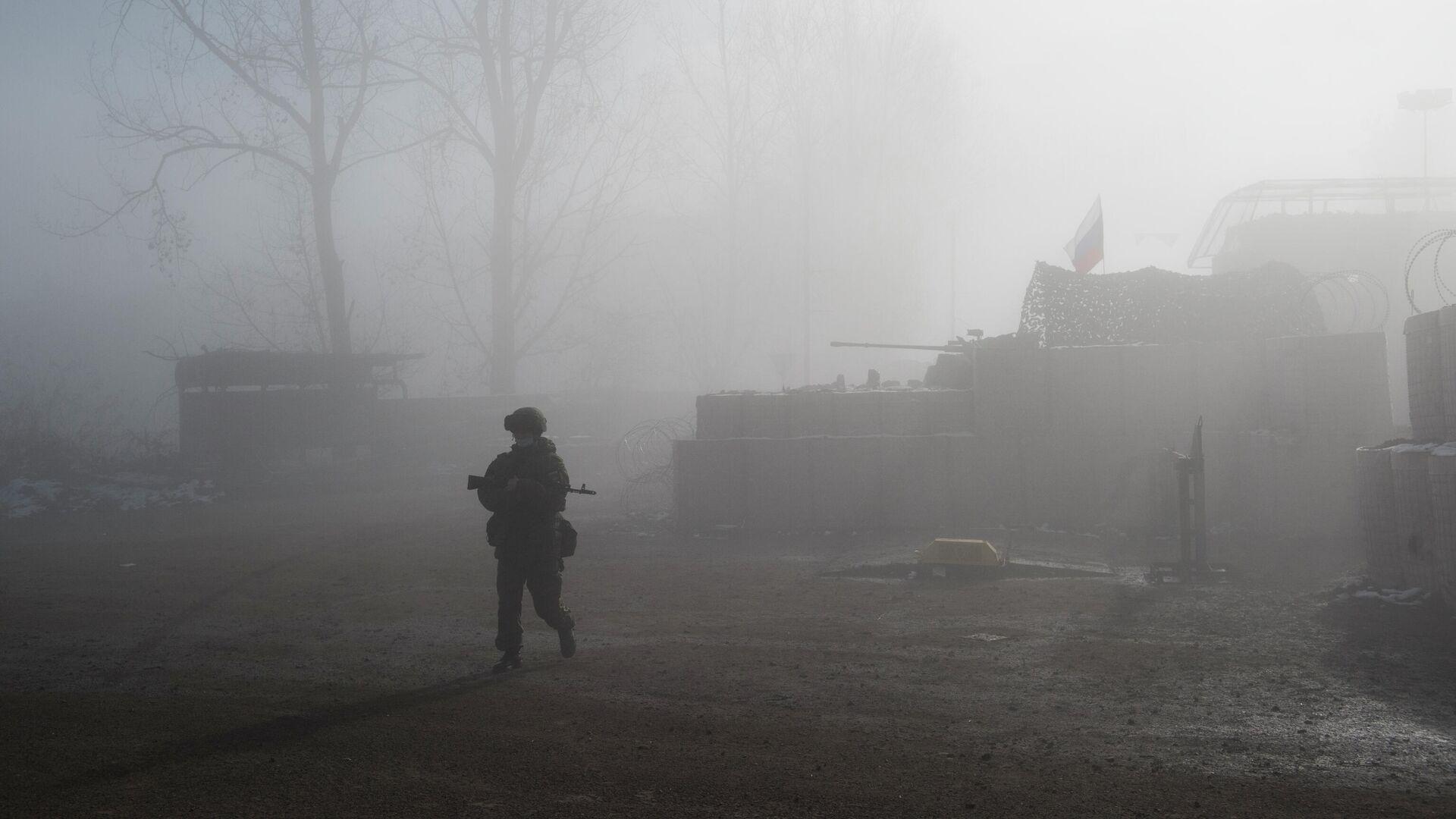 Российский миротворец на блокпосту №6 на въезде в город Шуша - РИА Новости, 1920, 16.12.2020