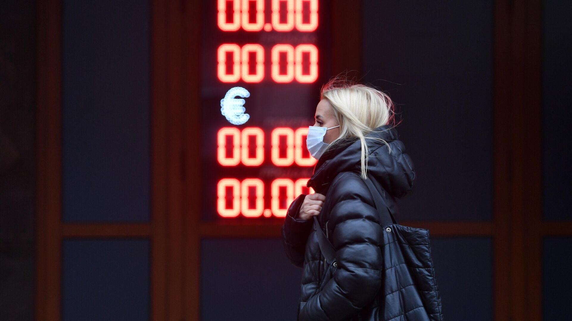 Электронное табло с курсами валют на одной из улиц в Москв - РИА Новости, 1920, 20.01.2021