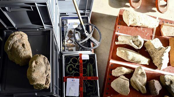 Археологические предметы, которые пытался продать в Бельгии житель Франции
