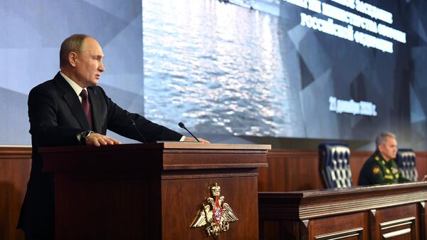 Президент РФ Владимир Путин выступает на расширенном заседании коллегии Минобороны