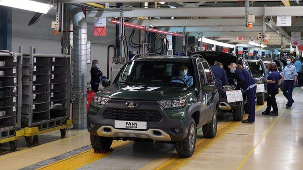 Первые автомобили модели Niva Travel в исполнении Off-road на конвейере сборки АвтоВАЗа