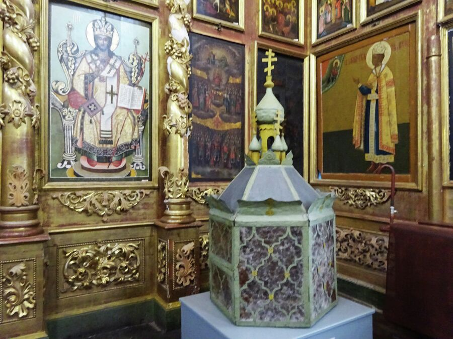 Церковь Димитрия на крови в кремле, фонарь, который освещал дорогу процессии во время переноса останков царевича Дмитрия в Москву