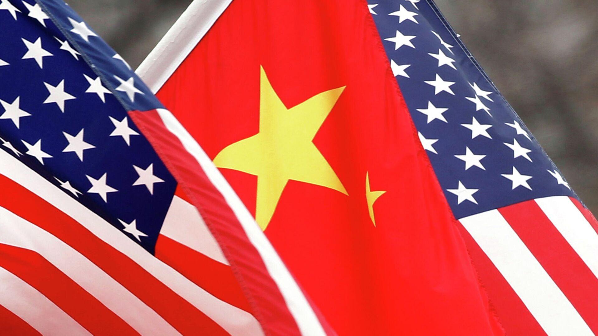 Флаги Китая и США - РИА Новости, 1920, 15.01.2021