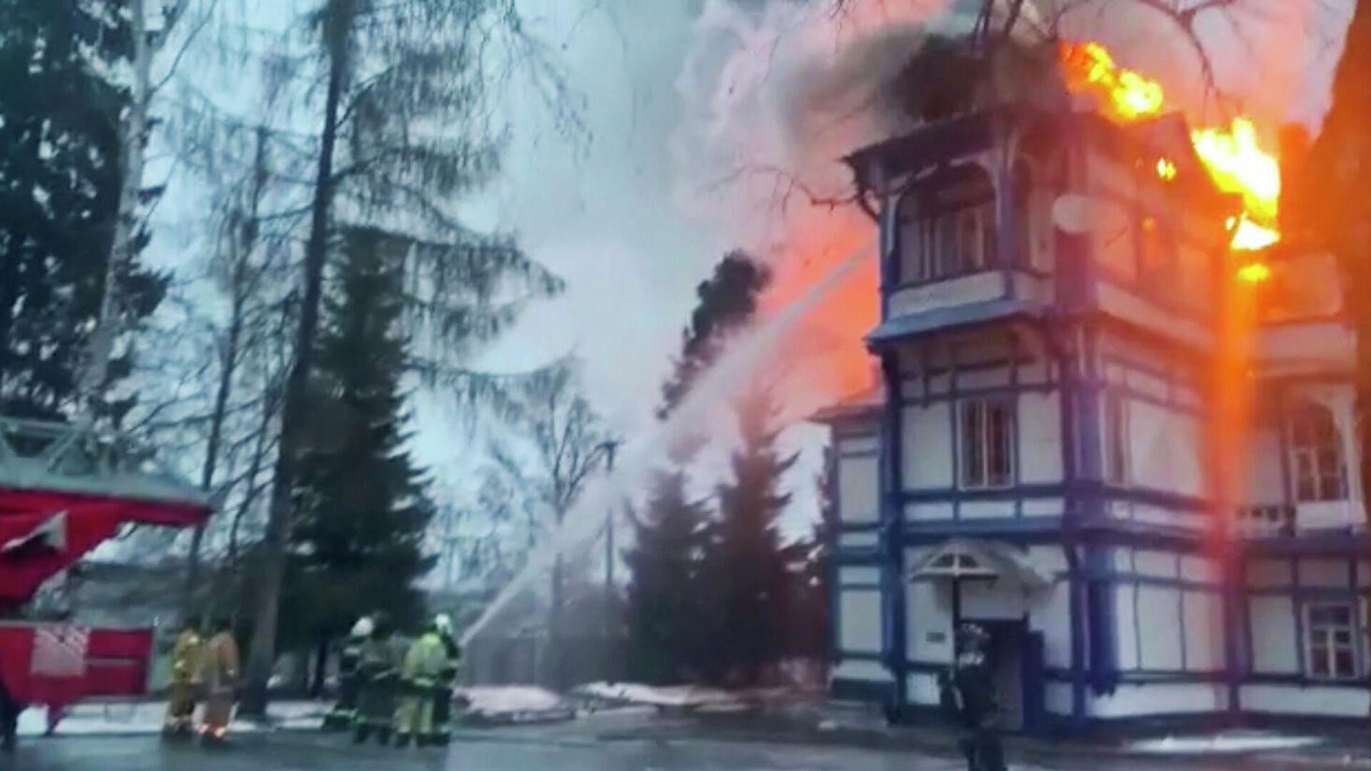 В Ленинградской области загорелся детский санаторий