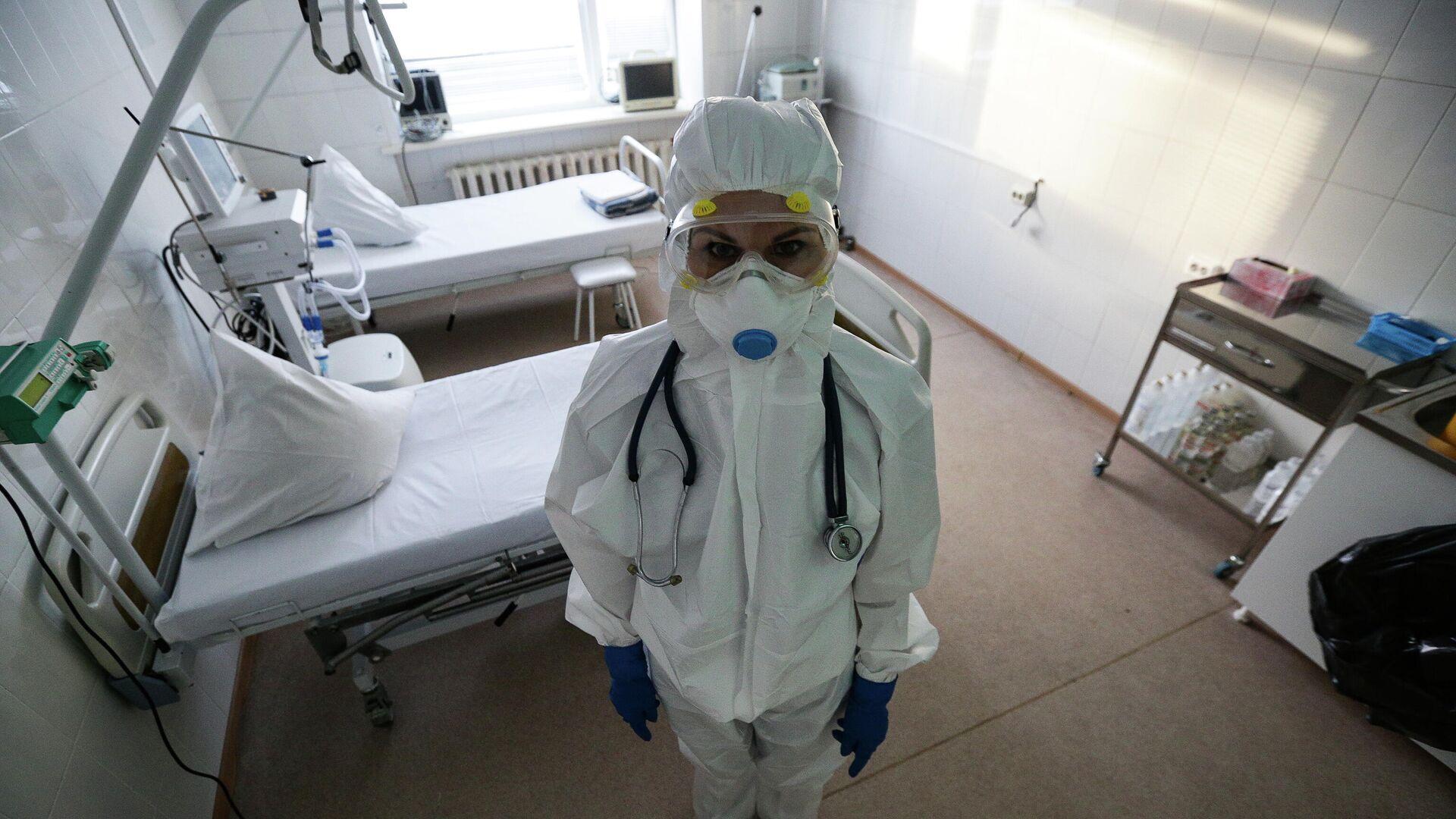 Работа врачей в красной зоне Новосибирской областной клинической больницы - РИА Новости, 1920, 02.02.2021