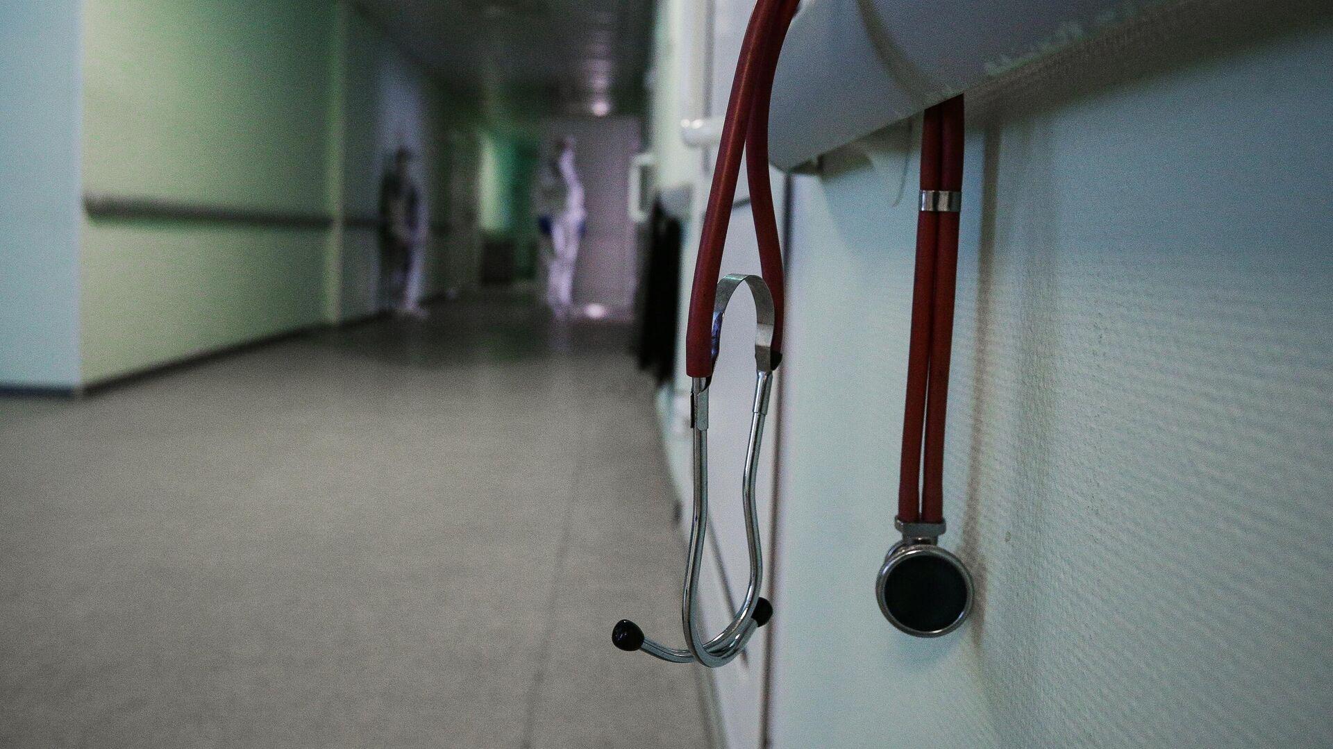 Стетоскоп в коридоре Новосибирской областной клинической больницы - РИА Новости, 1920, 20.01.2021