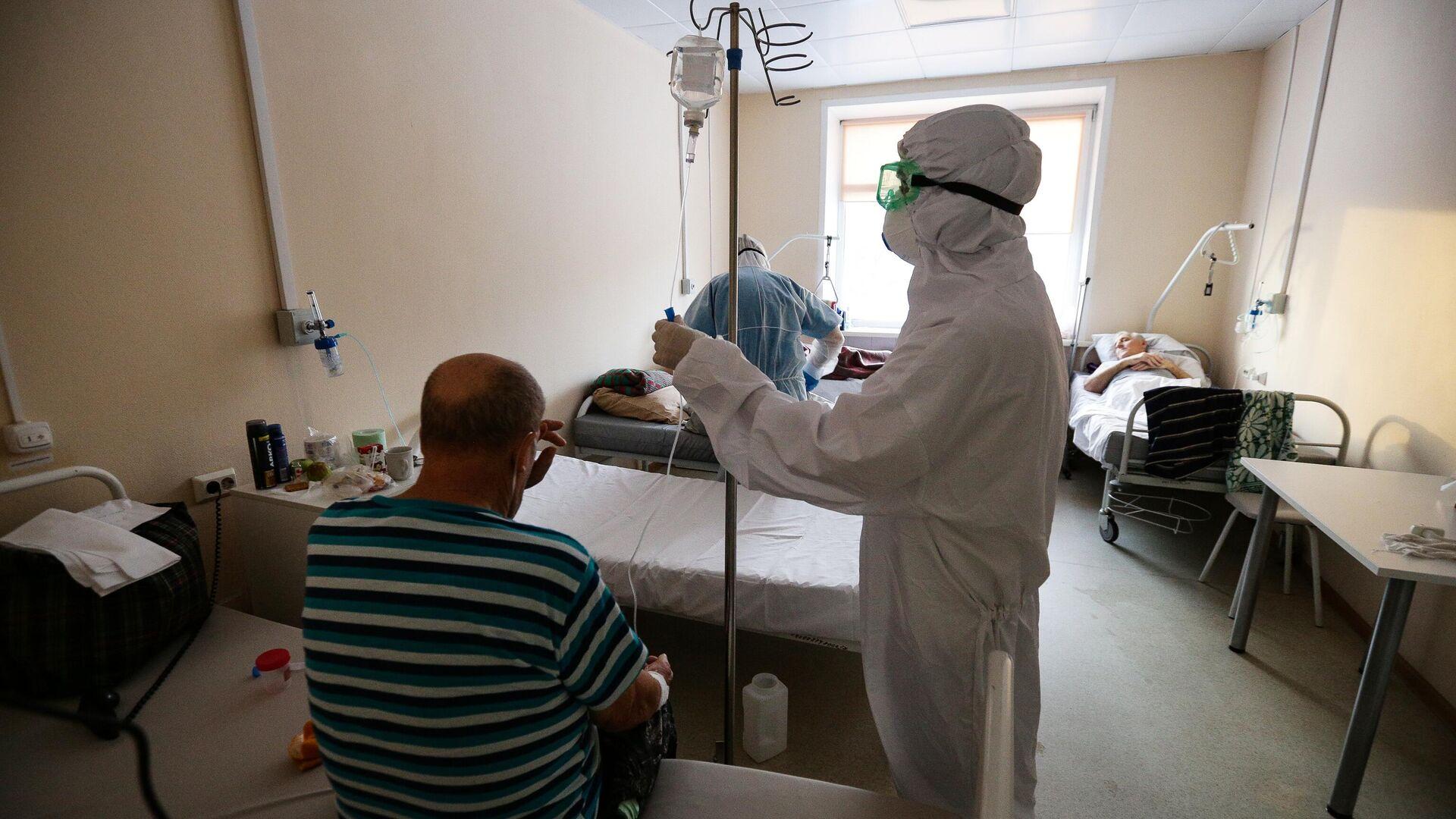Работа врачей в красной зоне Новосибирской областной клинической больницы - РИА Новости, 1920, 19.01.2021