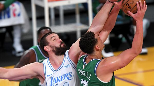 Игровой момент матча НБА Лос-Анджелес Лейкерс - Даллас Маверикс