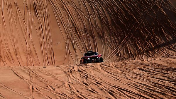 Mini's Spanish drivers Carlos Sainz of Spain and co-driver Lucas Cruz of Spain compete during the Stage 11 of the Dakar 2020 between Shubaytah and Haradh, Saudi Arabia, on January 16, 2020. (Photo by FRANCK FIFE / AFP)