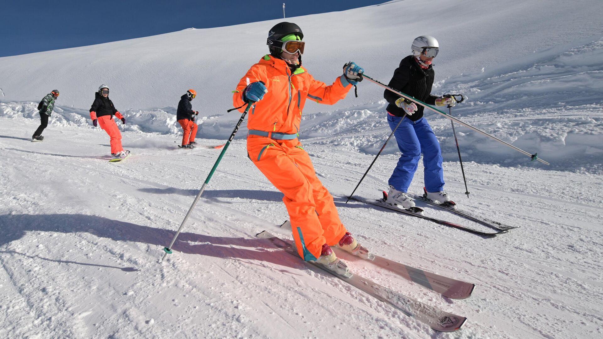 Отдыхающие на горнолыжном курорте Роза Хутор в Сочи - РИА Новости, 1920, 01.02.2021