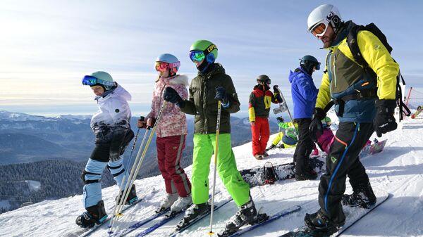 Отдыхающие на горнолыжном курорте Роза Хутор в Сочи