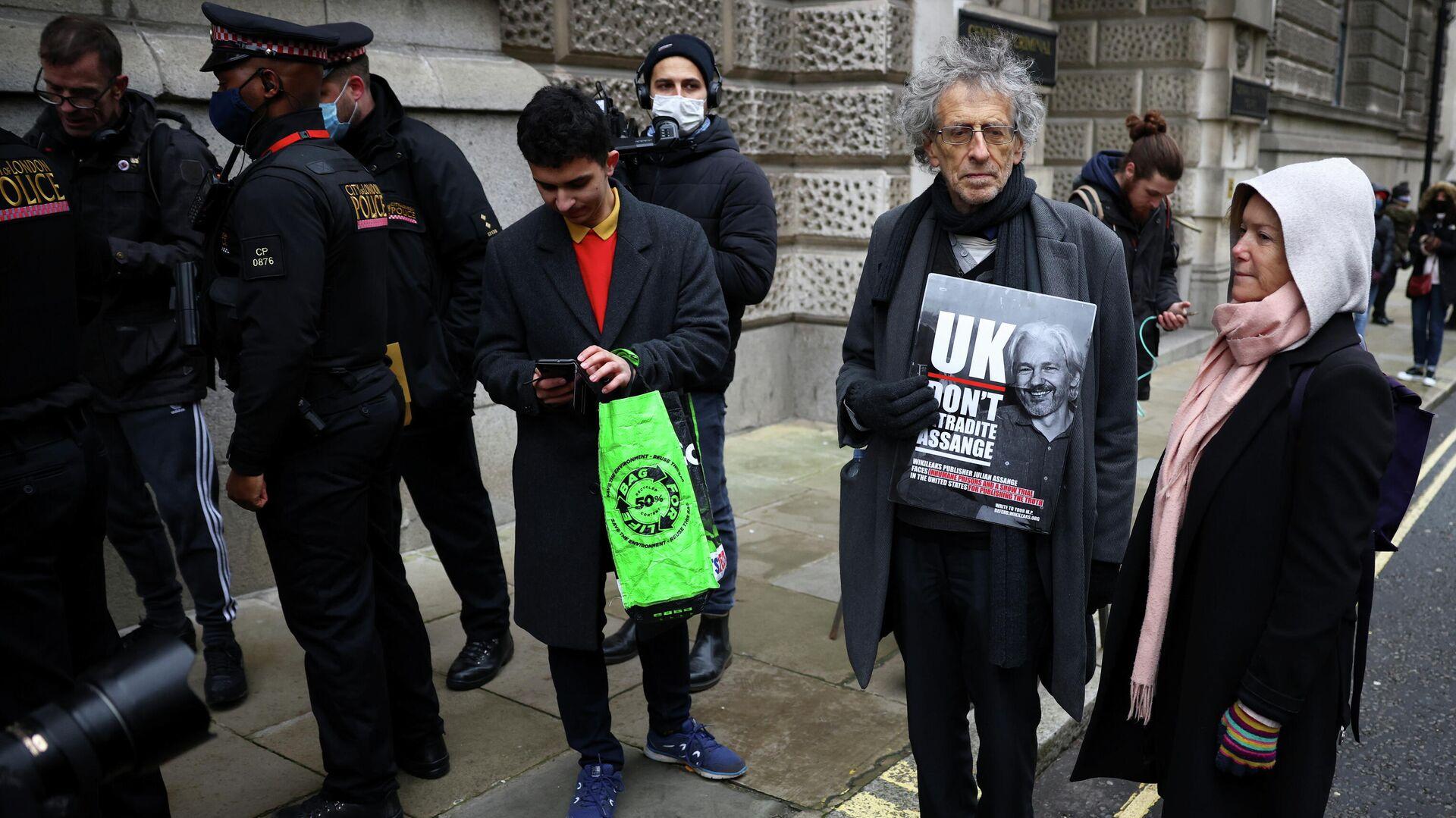 Акция в поддержку основателя WikiLeaks Джулиана Ассанжа возле Центрального уголовного суда в Лондоне - РИА Новости, 1920, 04.01.2021