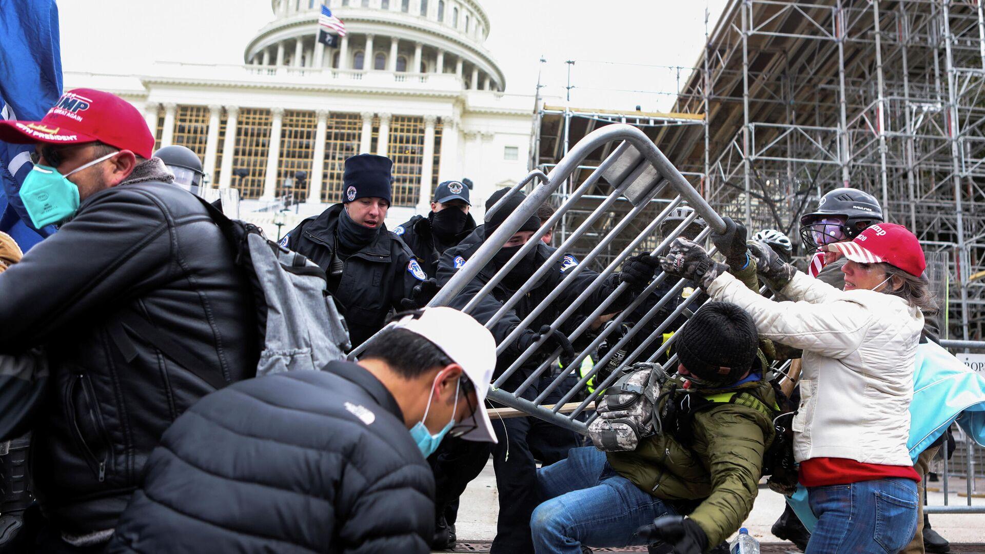 СМИ: ФБР предупреждало о возможных погромах за день до штурма Капитолия