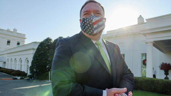 Госсекретарь США Майк Помпео у здания Белого дома в Вашингтоне