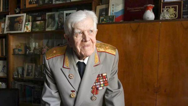 Генерал-майор, ветеран Великой Отечественной войны, член Союза журналистов Москвы Лев Игнатьевич Корзун