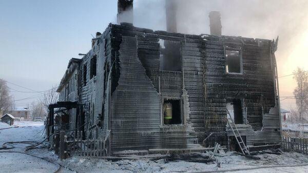 После тушения пожара в деревянном доме в селе Ломоносово Холмогорского района Архангельской области