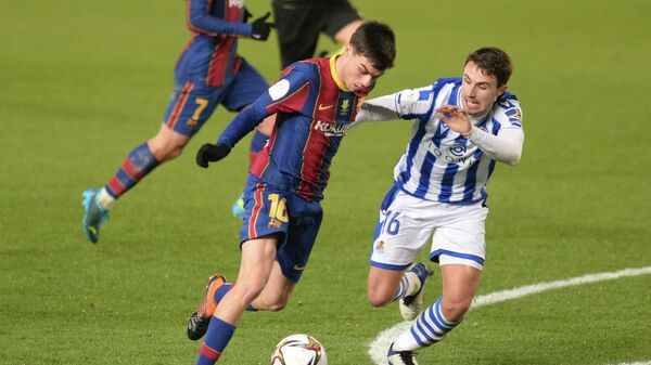 Real Sociedad's Spanish midfielder Ander Guevara (R) vies with Barcelona's Spanish midfielder Pedri during the Spanish Super Cup semi final football match between Real Sociedad and FC Barcelona at the Nuevo Arcangel stadium in Cordoba on January 13, 2021. (Photo by CRISTINA QUICLER / AFP)