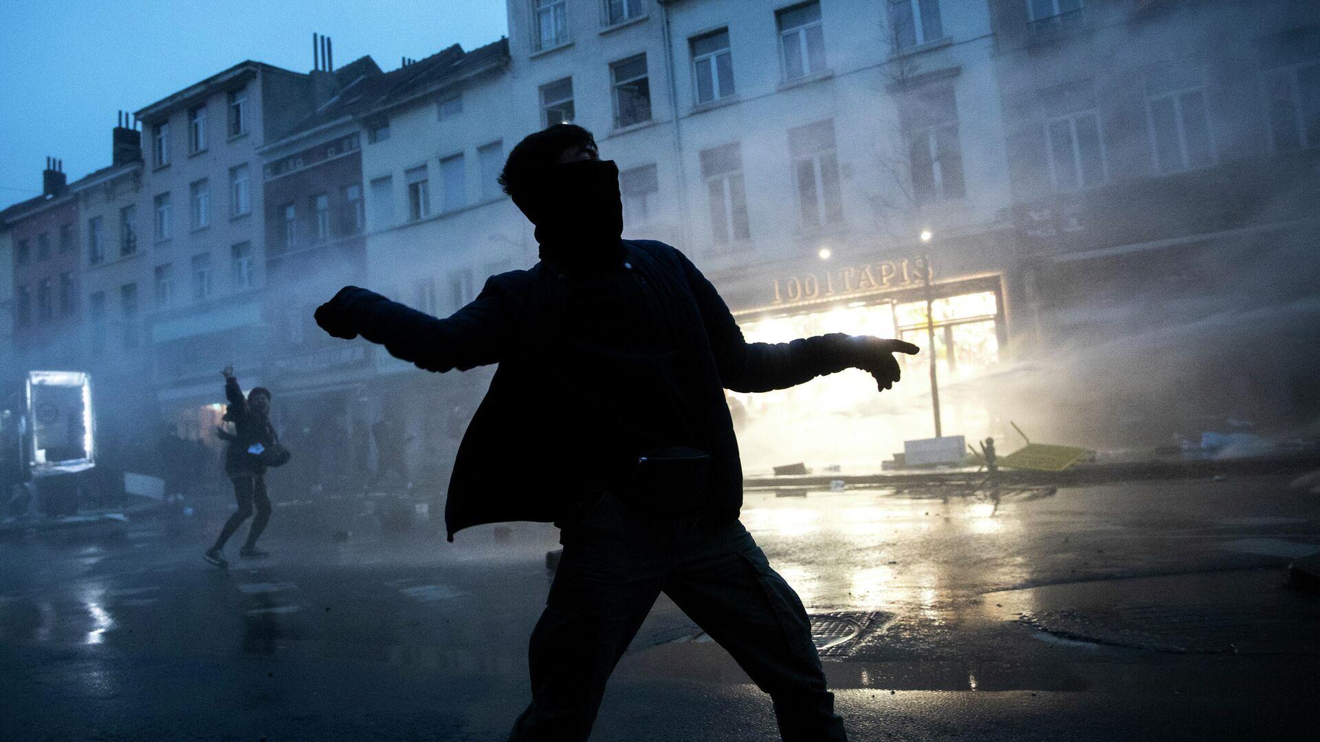 Участник акции протеста в Брюсселе - РИА Новости, 1920, 14.01.2021