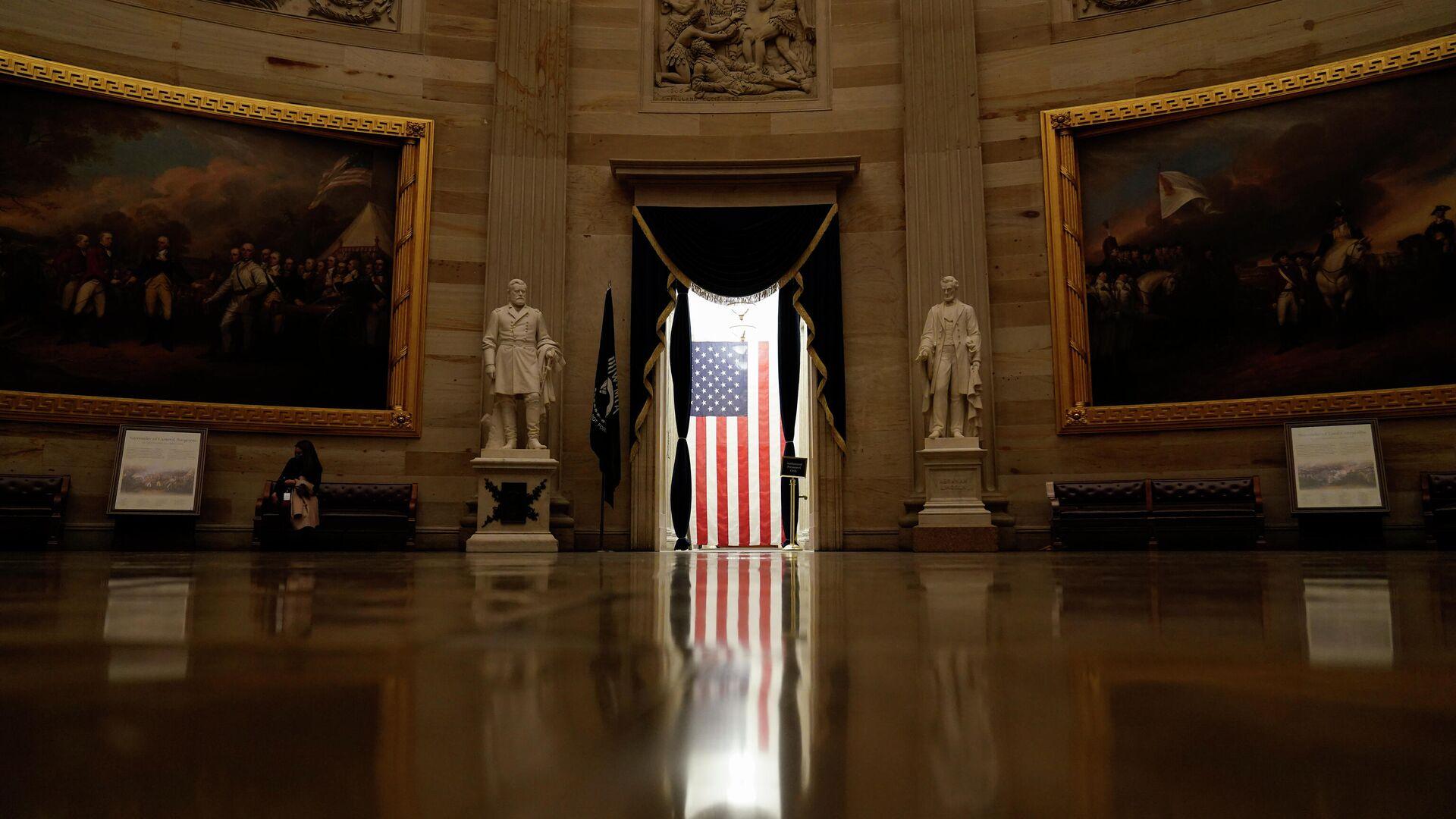 Американский флаг в здании Капитолия в Вашингтоне - РИА Новости, 1920, 09.02.2021