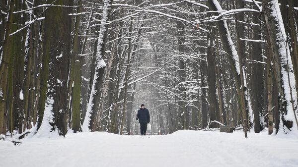 Мужчина в Измайловском парке в Москве