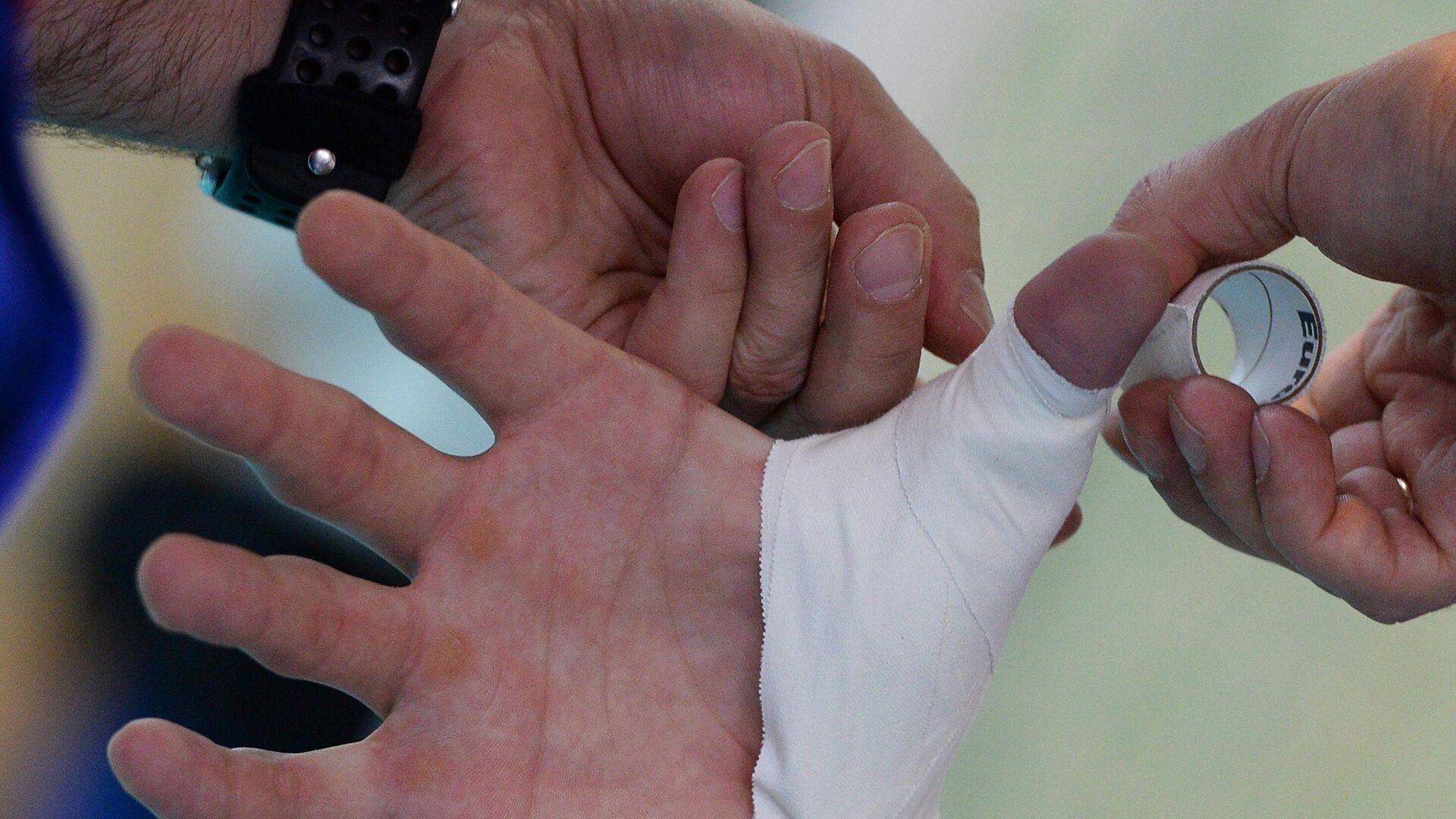 Перевязка травмированного пальца - РИА Новости, 1920, 14.01.2021