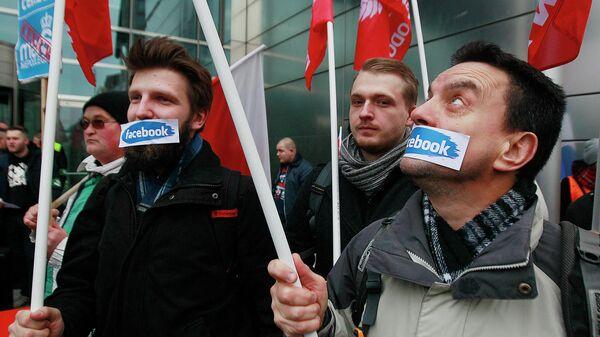 Протесты против блокировки аккаунтов в сети Facebook в Варшаве