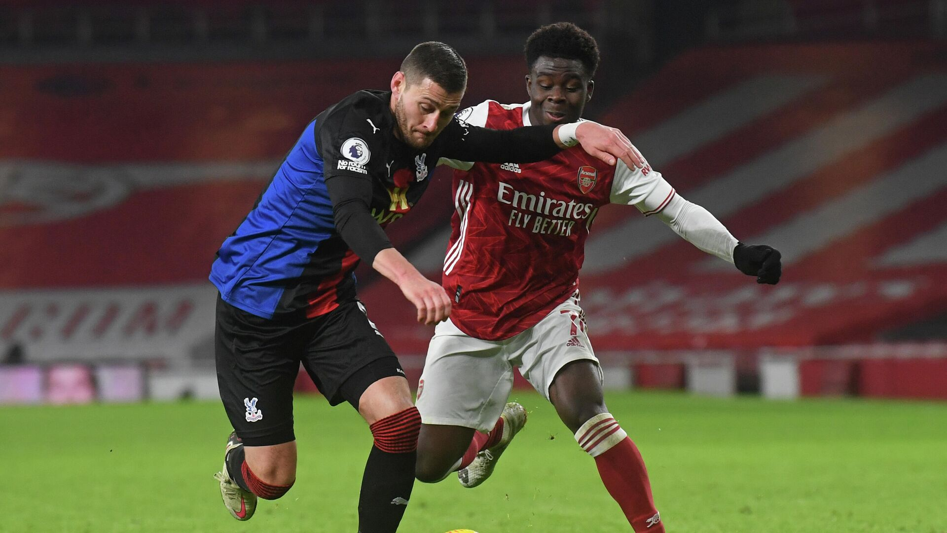 Crystal Palace's English defender Joel Ward (L) vies with Arsenal's English striker Bukayo Saka (R) during the English Premier League football match between Arsenal and Crystal Palace at the Emirates Stadium in London on January 14, 2021. (Photo by NEIL HALL / POOL / AFP) / RESTRICTED TO EDITORIAL USE. No use with unauthorized audio, video, data, fixture lists, club/league logos or 'live' services. Online in-match use limited to 120 images. An additional 40 images may be used in extra time. No video emulation. Social media in-match use limited to 120 images. An additional 40 images may be used in extra time. No use in betting publications, games or single club/league/player publications. /  - РИА Новости, 1920, 15.01.2021