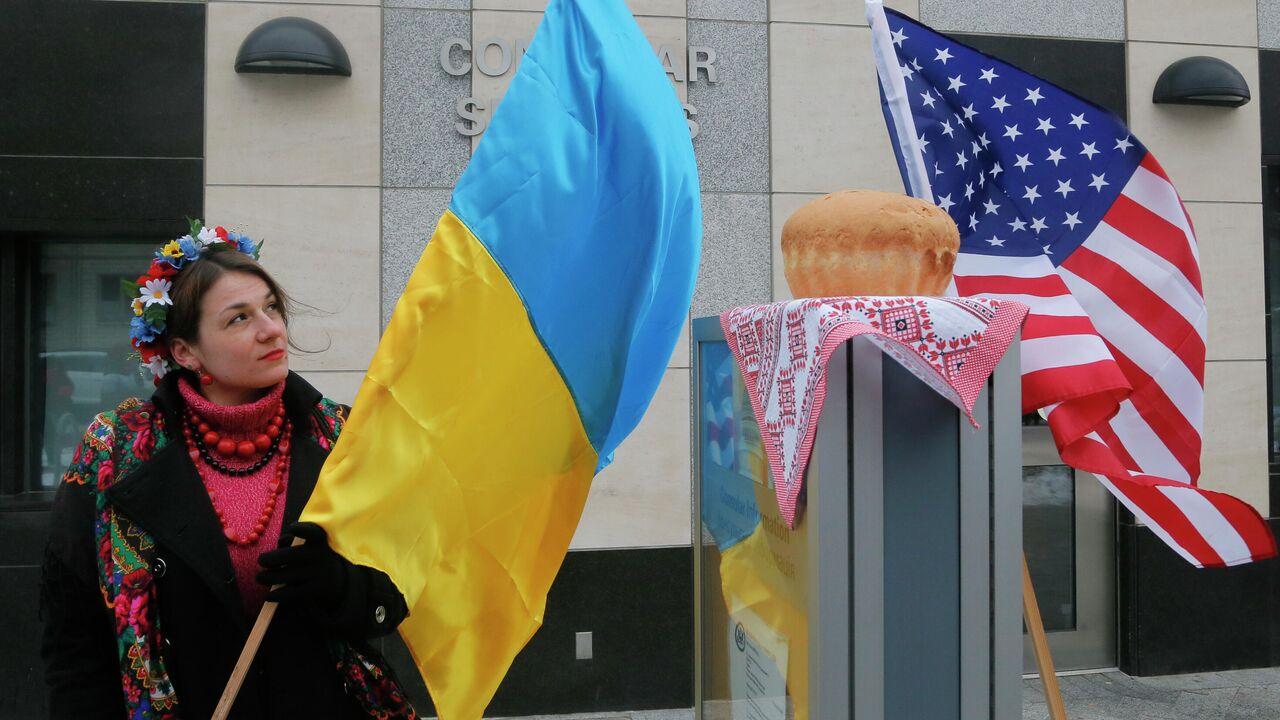 В Киеве журналисты попавших под санкции украинских СМИ вышли на протест