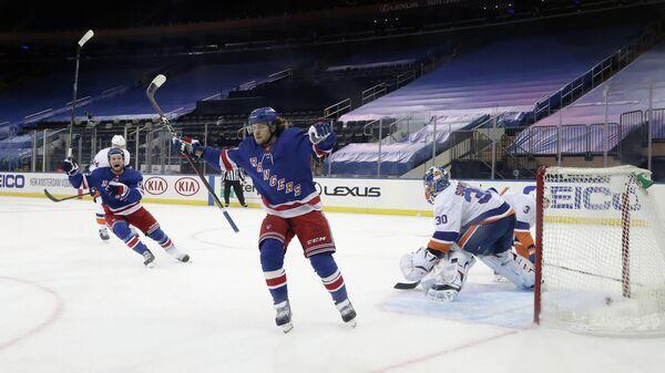 Артемий Панарин в матче НХЛ против Нью-Йорк Айлендерс