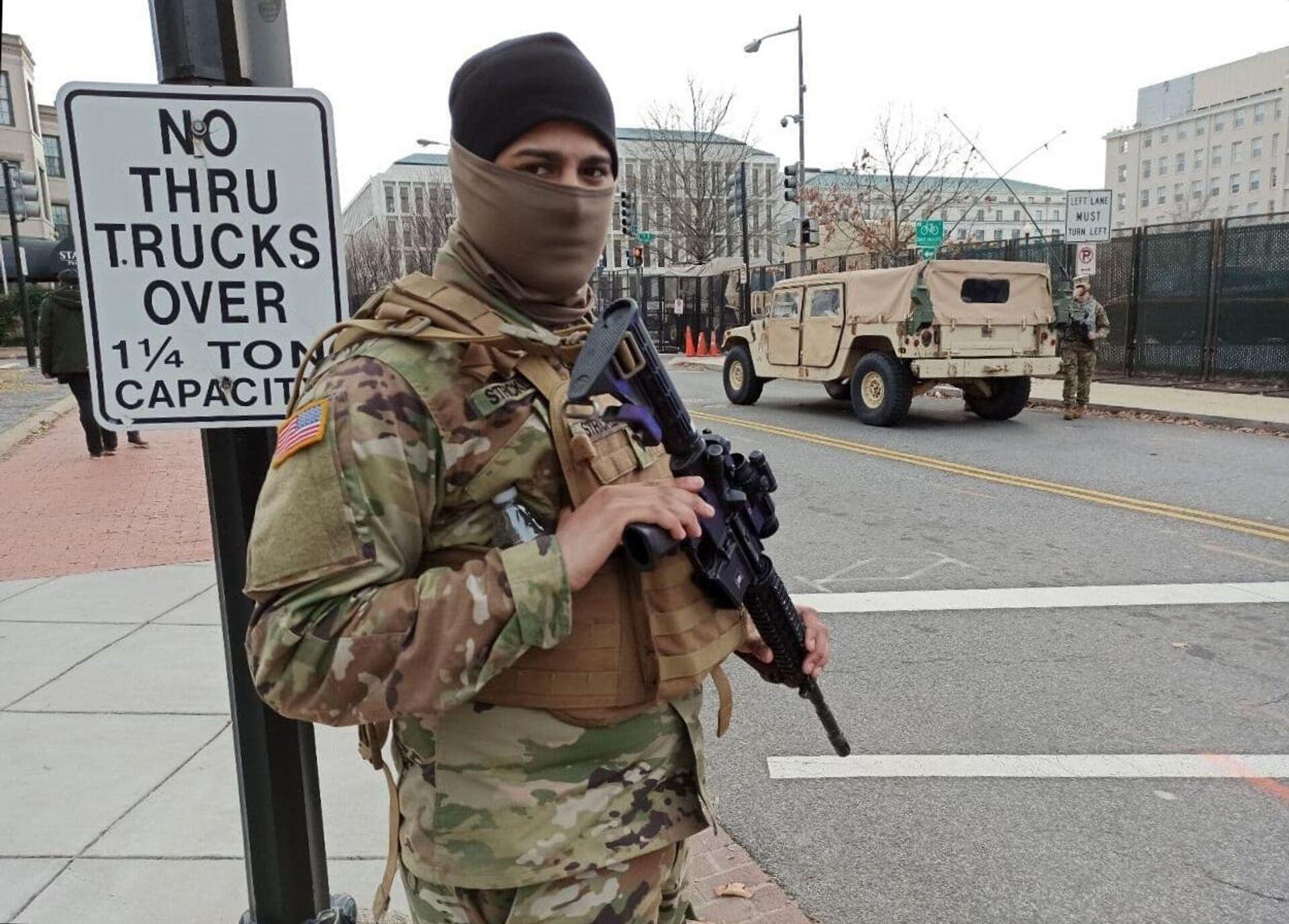 Военнослужащий Национальной гвардии неподалеку от здания Капитолия в Вашингтоне - ПРОФИ Новости, 1920, 05.03.2021