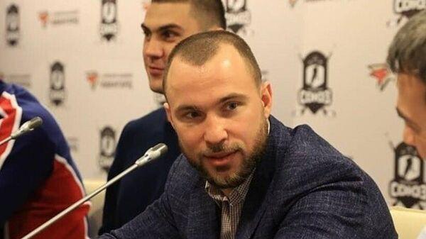 Российский боксер Александр Беспутин на пресс-конференции