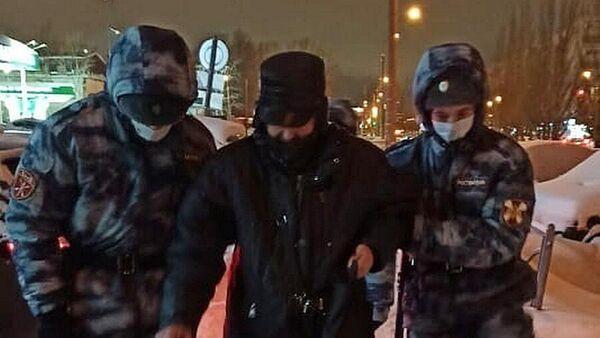 В Казани военнослужащие Росгвардии помогли замерзавшему мужчине