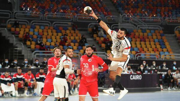 Игровой момент матча ЧМ по гандболу Россия - Египет
